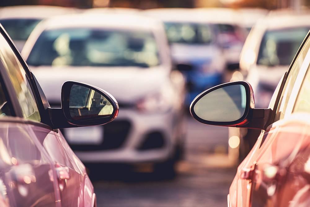 Gdzie zostawić auto przed podróżą?